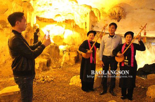 Bieu dien trong hang dộng2.jpg